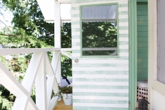handmade_hideaway_front_porch
