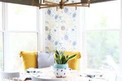 wallpaper_kitchen_seating_area
