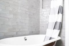 bathroom_makeover_clawfoot_tub