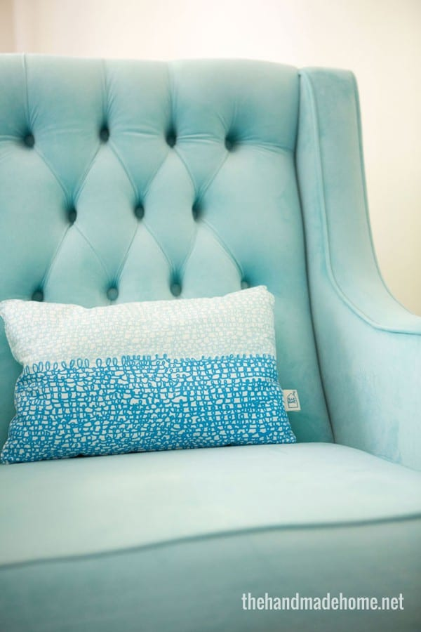 blue_tufted_chair