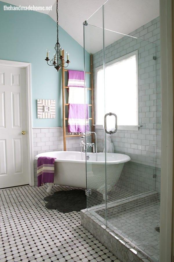 bathroom_clawfoot_bathtub