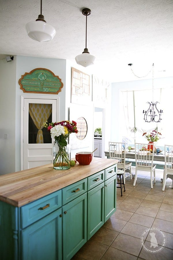 green_cabinets_kitchen
