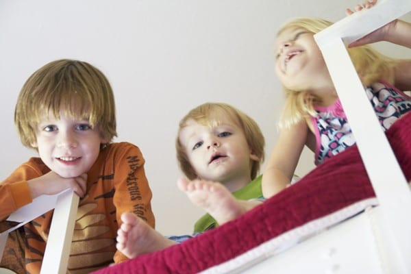 kids_playing_in_loft_bed
