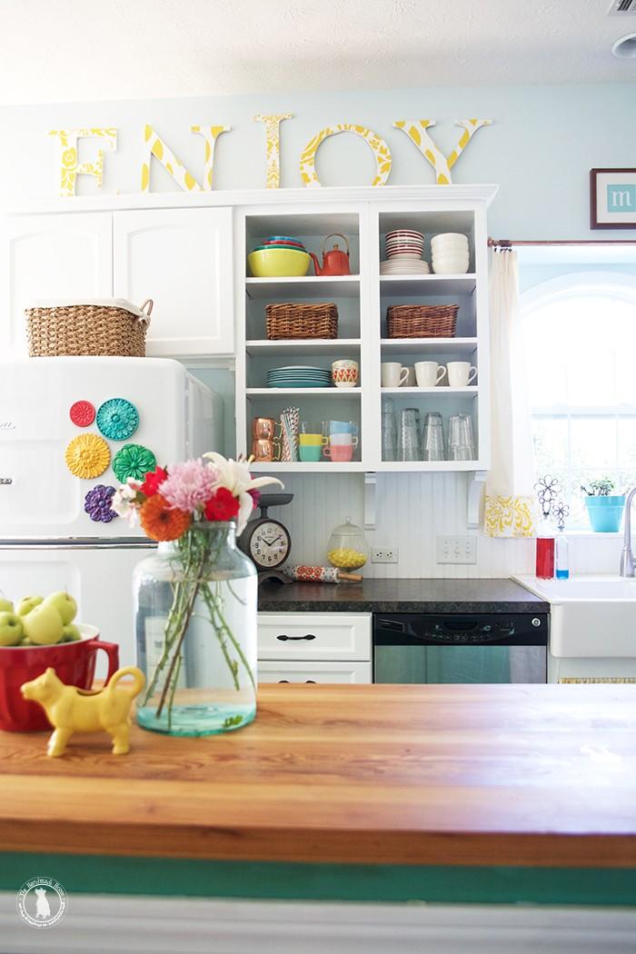 fall_tour_the_handmae_home_bright_kitchen