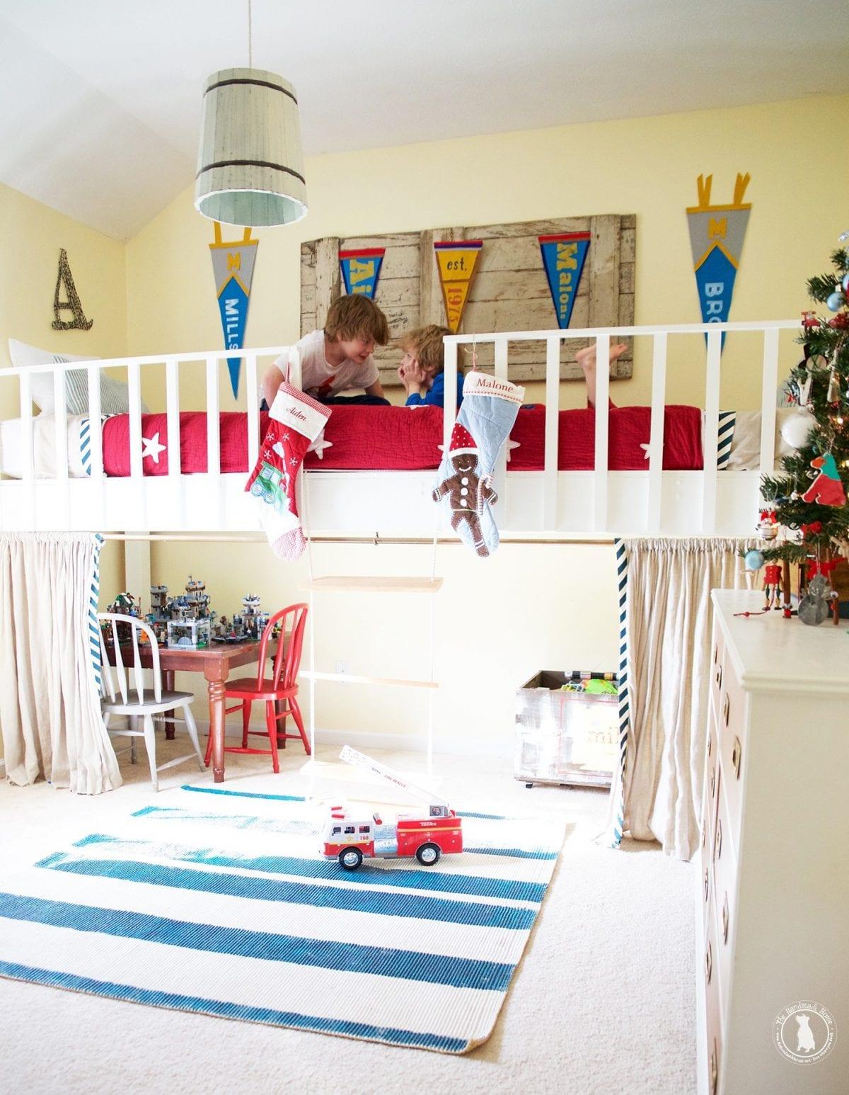 boys_room_christmas_tree