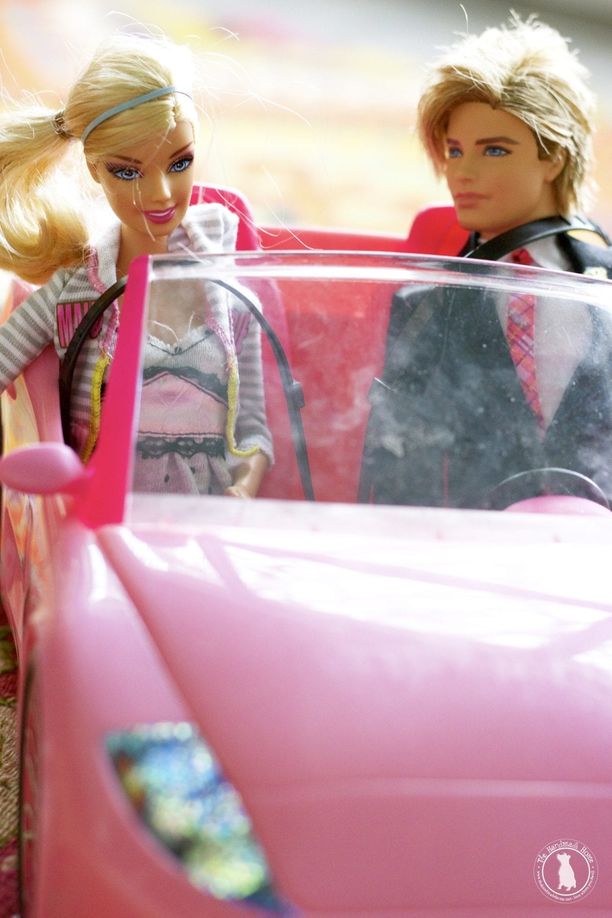 dolls_in_car