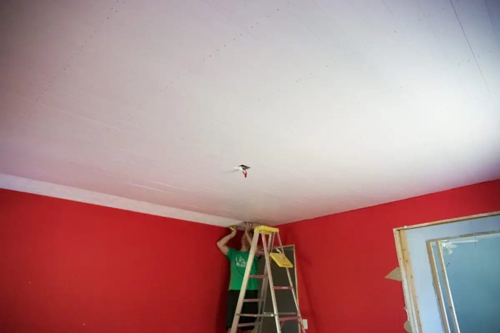 how to shiplap your ceiling - trim