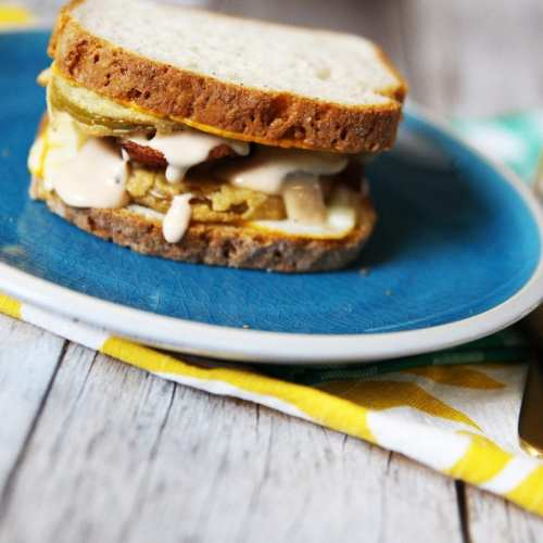 Gluten free sandwich – fried green with comeback sauce