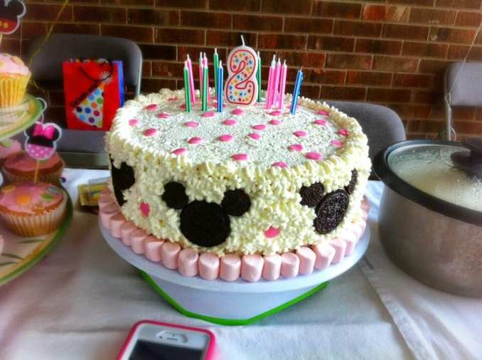 Great DIY Minnie Mouse Cake
