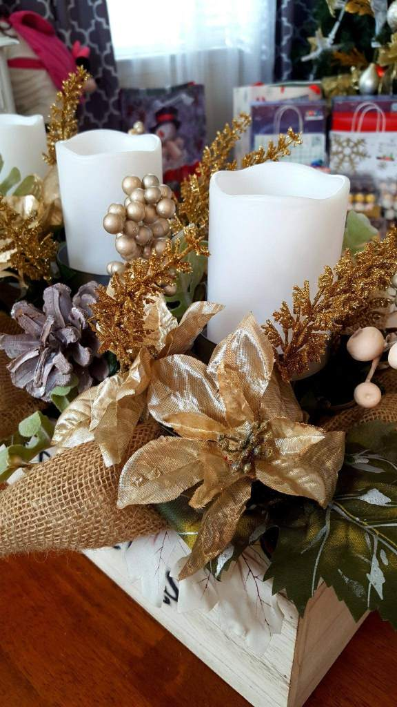 coffee table Christmas centerpiece