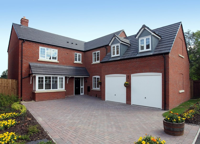 House with kerb appeal and a great driveway