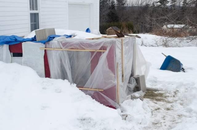 improvised winter chicken coop