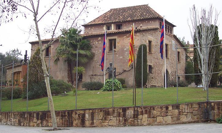 https://i0.wp.com/www.thehardtackle.com/wp-content/uploads/2010/11/La_Mas%C3%ADa_de_FC_Barcelona.jpg