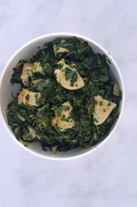 For those of you who love Whole30, but are trying to cut back on nightshades, this nightshade-free Indian saag with chicken is the best! Whole30, low-carb, with a vegan option.