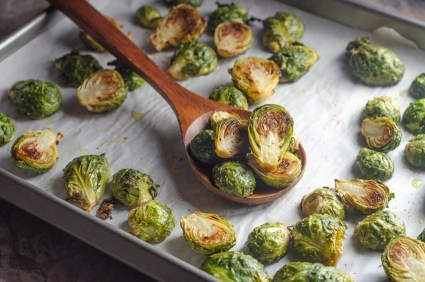 Are you in the camp of Brussels sprouts lover? You will definitely love these crispy Brussels sprouts! Keto, vegan, low-carb, Whole30.
