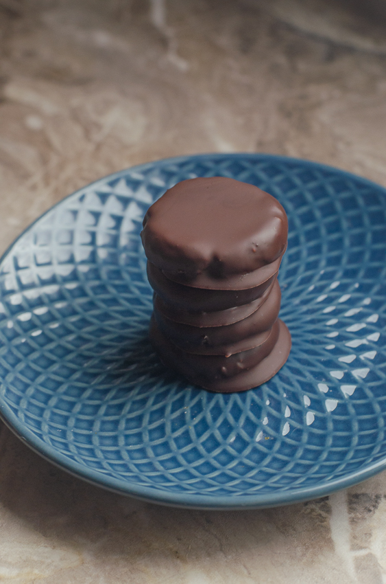 These healthy homemade peppermint patties are a deliciously sweet and guilt-free treat! They are keto, paleo, low-carb and sugar-free.