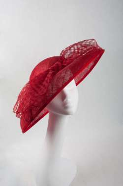 Large brim red hat with frontal bow - The Hat Box