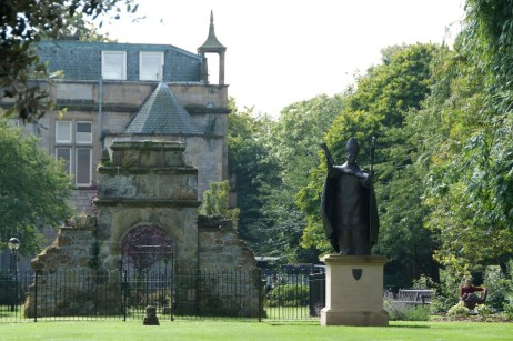 Bishop Wardlaw statue (1)