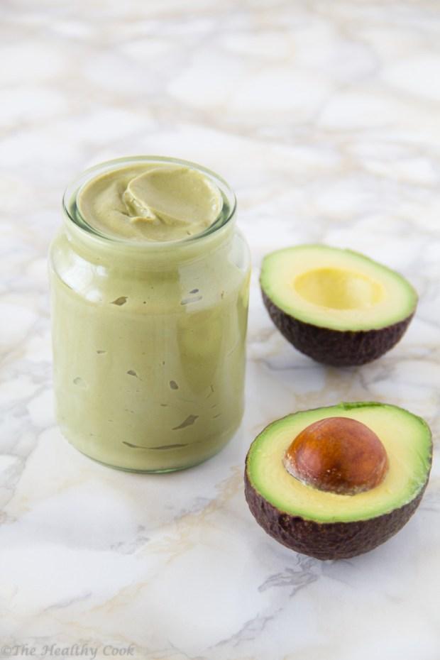 """Ελαφριά και αέρινη """"Μαγιονέζα"""" με Αβοκάντο, χωρίς αυγά, για νηστεύοντες και μη. Υγιεινή, θρεπτική και πολύ εύκολη στην παρασκευή της. - Light, airy and eggless Avocado Mayo. Healthy, nutritious and very easy to make."""