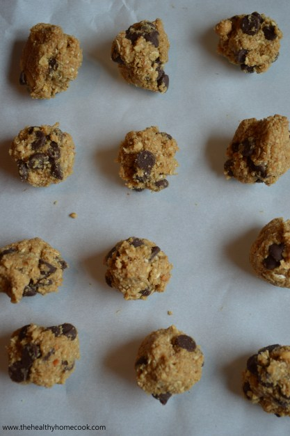 Clean Eating Chocolate Chip Cookie Dough Bites