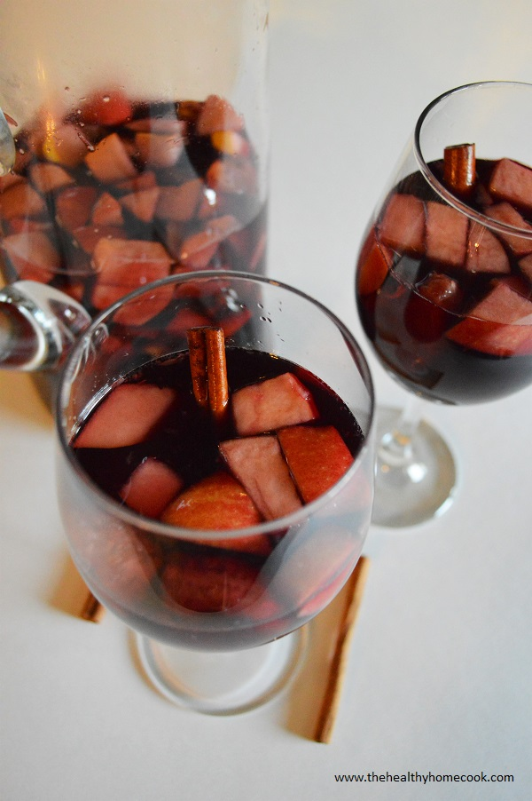 This year, mix up your usual party drinks and try this Apple Cider Fall Sangria.