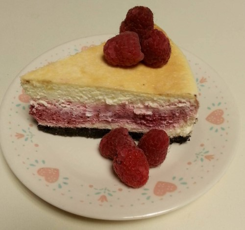 baked raspberry filled cheesecake