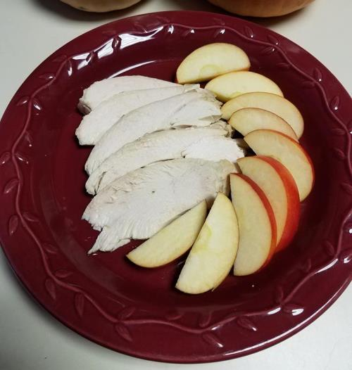 turkey breast with sliced apples