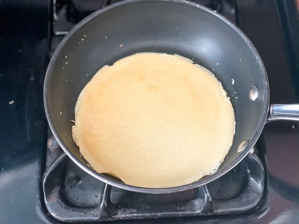 Making Norwegian pancakes