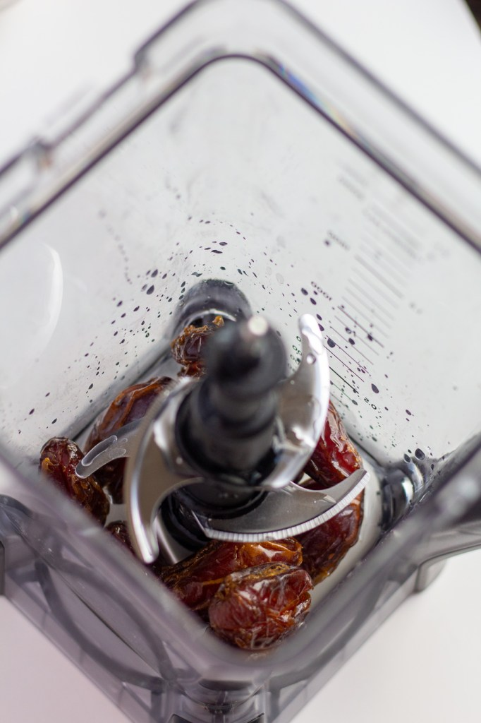 Soaking dates in blender