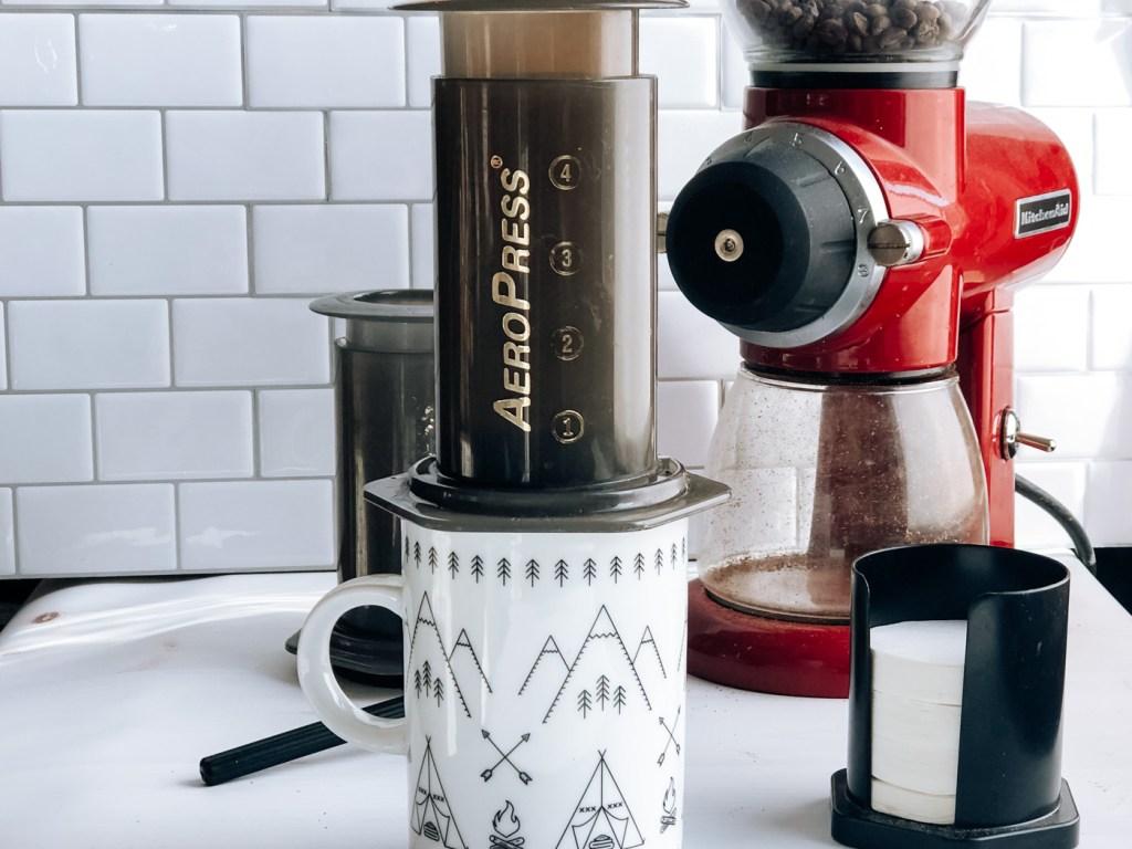 Making aeropress coffee