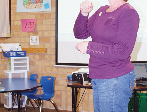 Third-grade teacher Becky Bertoch explains to parents how she uses the Step Up to Writing program with her students.