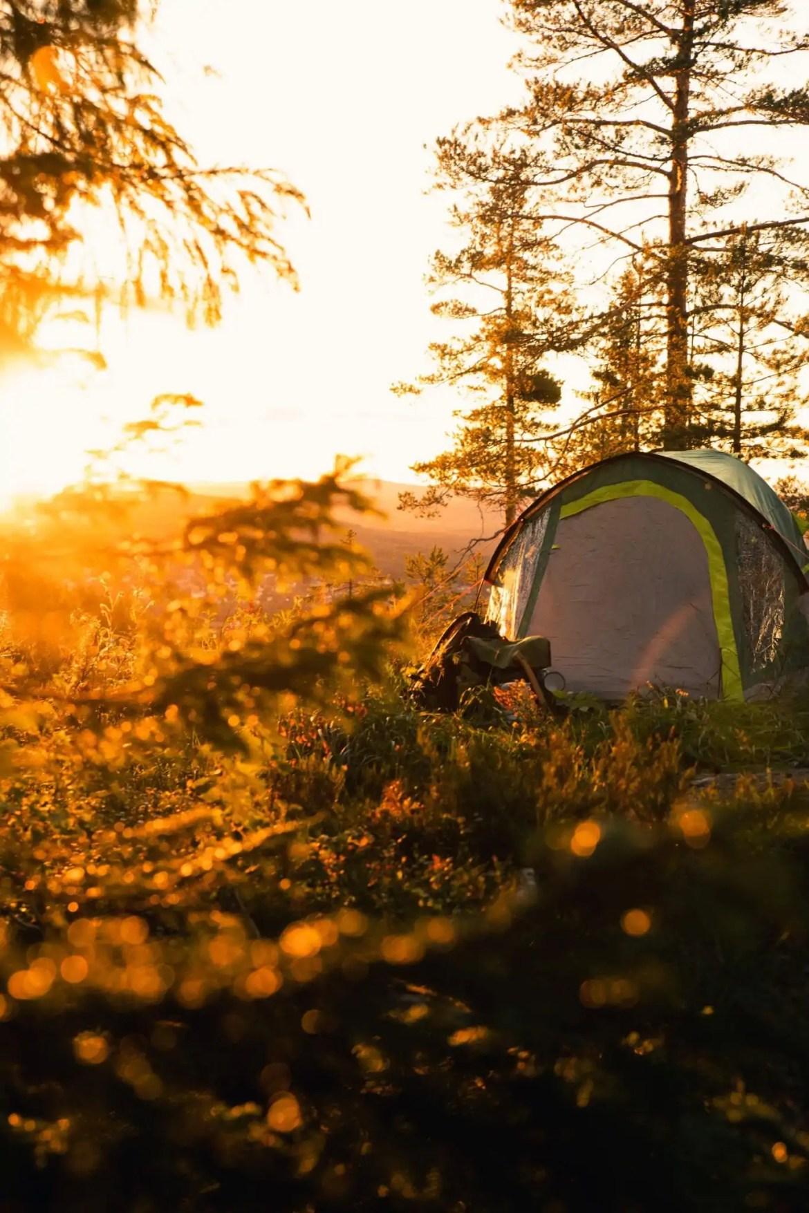 Slapen in een tent zonlicht