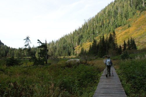 hiking with children, fall hikes, heather lake, mountain loop highway