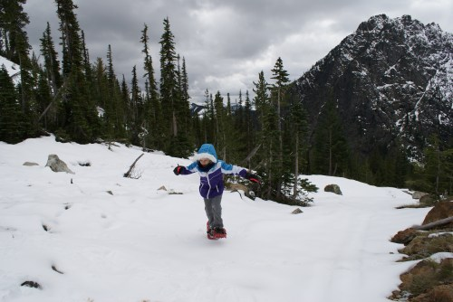 fall hiking with children, ingalls lake trail, longs pass trail, MSR tykker snowshoes