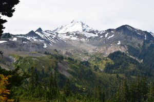 chain lakes trail, best hikes for kids, fall hiking, mt. baker