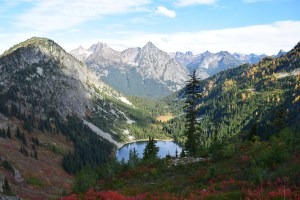 fall hiking, north cascades, heather maple pass, best hikes for kids, larches, north cascades