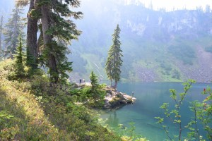 blue lake, best hikes for kids, fall hiking, colorful water