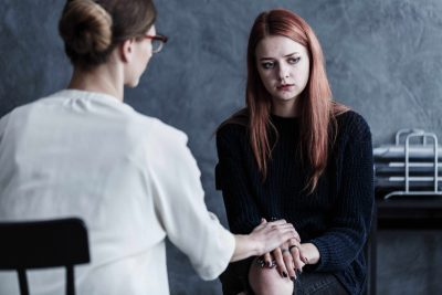 woman talks to therapist about treatment for co-occurring disorders