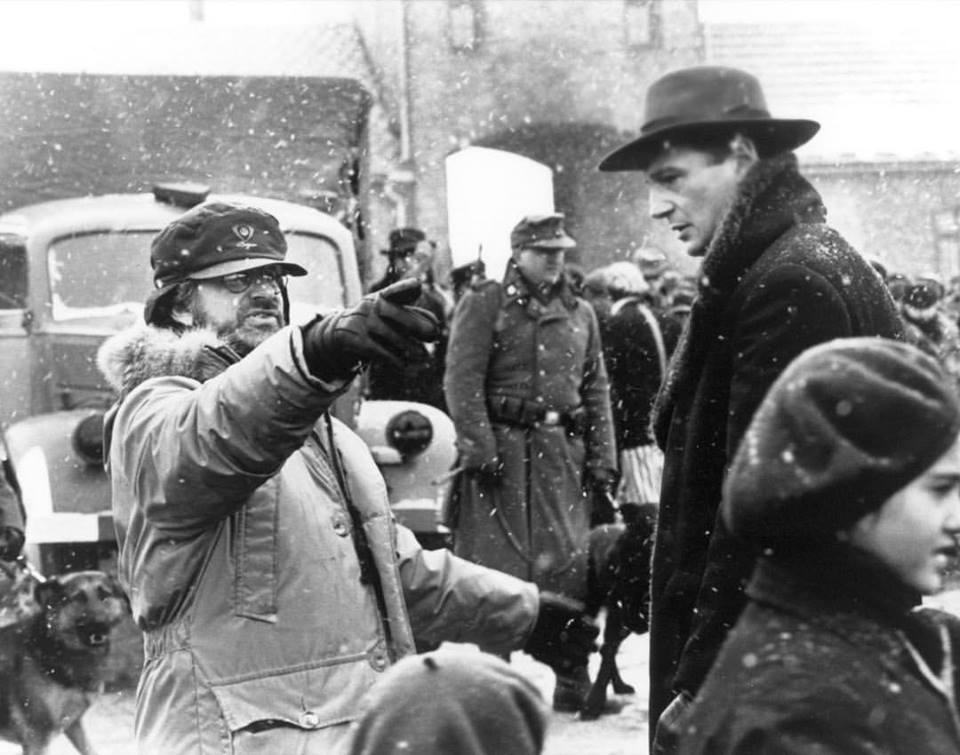 Steven Spielberg direct Liam Neeson in 'Schindler's List' (1993)