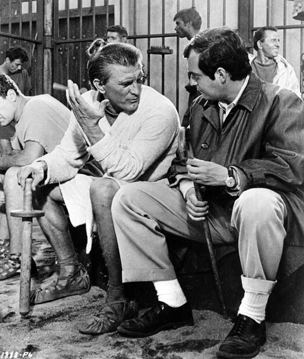 Kirk Douglas. What a incredible living legend. In this behind the scene with Stanley Kubrick in