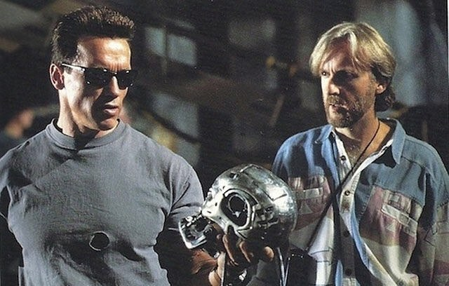 """Behind the scenes: Arnold Schwarzenegger and James Cameron while shooting """"Terminator 2: Judgement Day"""" (1991)"""