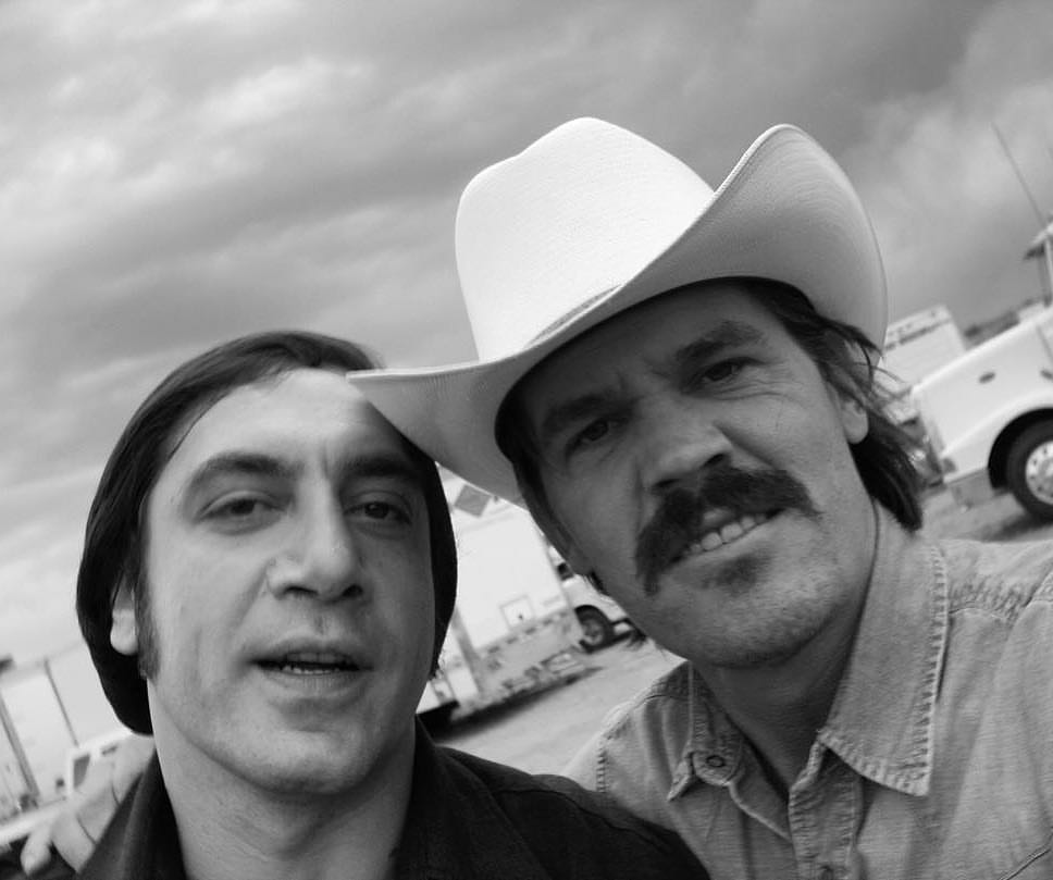 Javier Bardem and Josh Brolin chilling out behind the scenes of 'No Country for Old Men' (2007)
