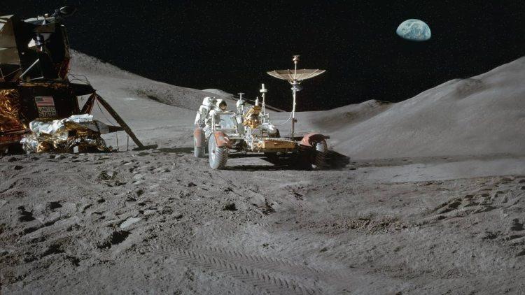 Landing on lunar surface