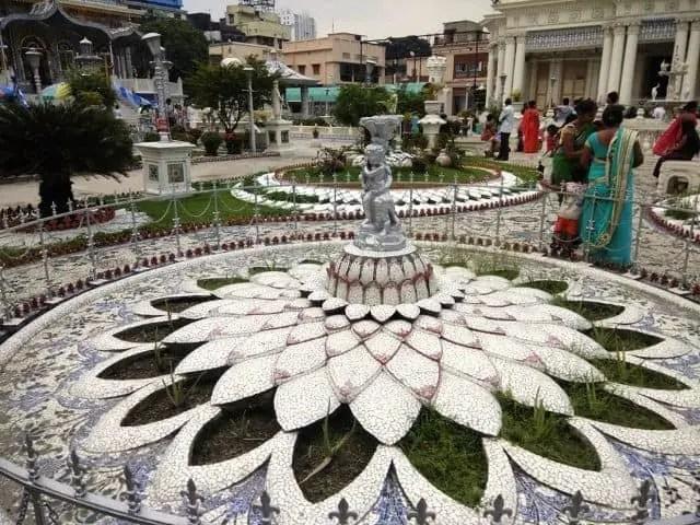 Insight of Paresh Nath temple Kolkata