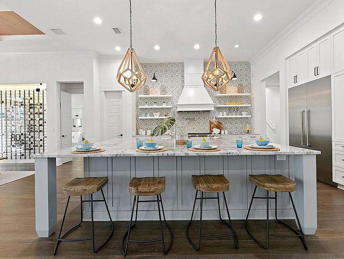 rustic kitchen clock modern table lighting 8种简单的方式为您的现代农舍厨房增添色彩 您仍然可以用柔和的柔和墙面颜色展示厨房的乡村特色 选择橱柜 瓷砖和台面后 请选择墙面颜色 有这么多的油漆颜色选择 以后选择正确的颜色比尝试将更大的物品与现有