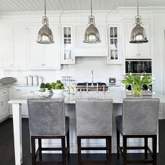 Kitchen Lights Ideas Bench With Storage 减轻了 灵感来自这16种新鲜吊灯的想法 抛光表面为您的金属吊灯带来清新现代感 图片来源 Linda Mcdougald Design 来自巴黎之家的明信片