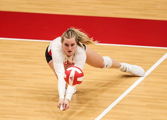 'That's the nature of the beast': Indiana volleyball struggles to close out five-setters en route to three-loss weekend