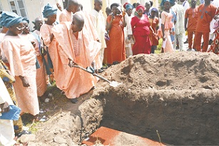 Omilabu buries mother in grand style