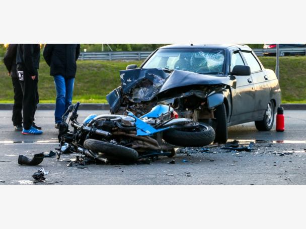 Motorcyclist driving against traffic  crushed to death