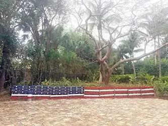 Pallet flag fence